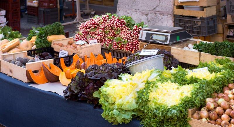 Grönsaker i en marknad fotografering för bildbyråer