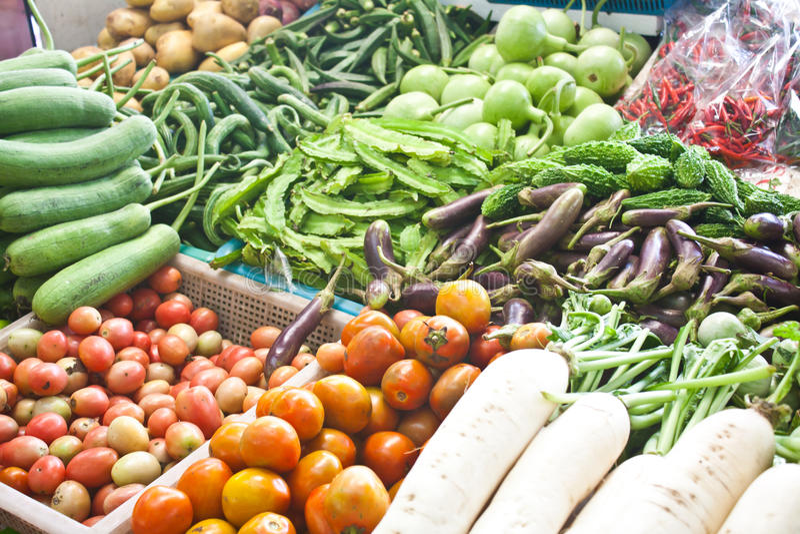 Grönsaker i marknaden royaltyfri foto