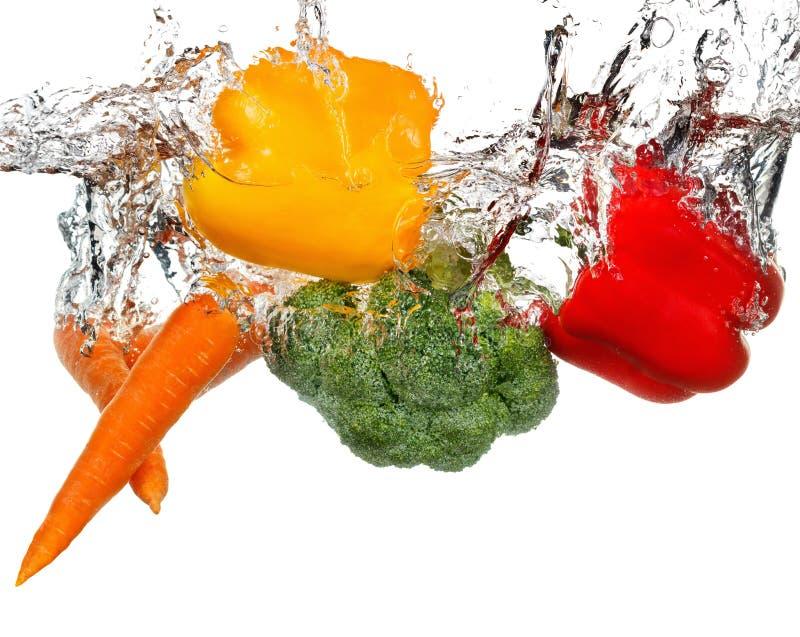 Grönsaker i vattenfärgstänk bakgrund isolerad white arkivfoton