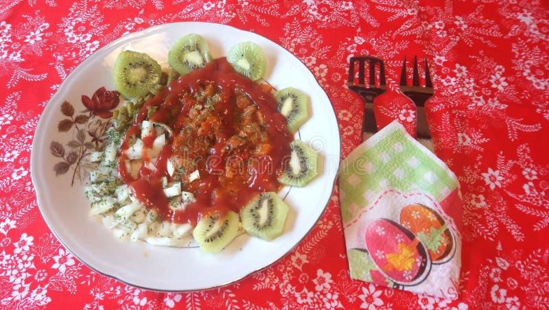 grönsaker och kiwiostmassa royaltyfria bilder