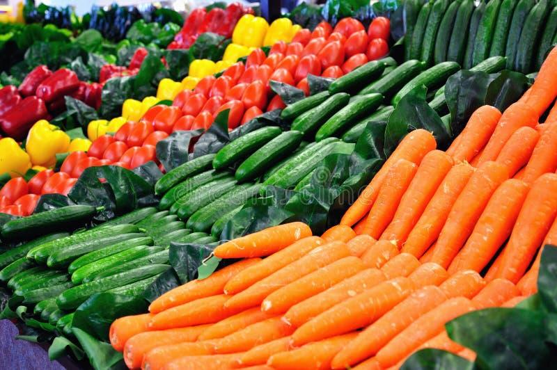 Grönsaker på en hylla arkivbilder