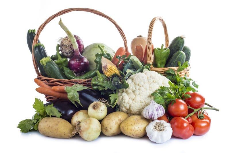 Grönsaker som isoleras på en vitbakgrund royaltyfri foto