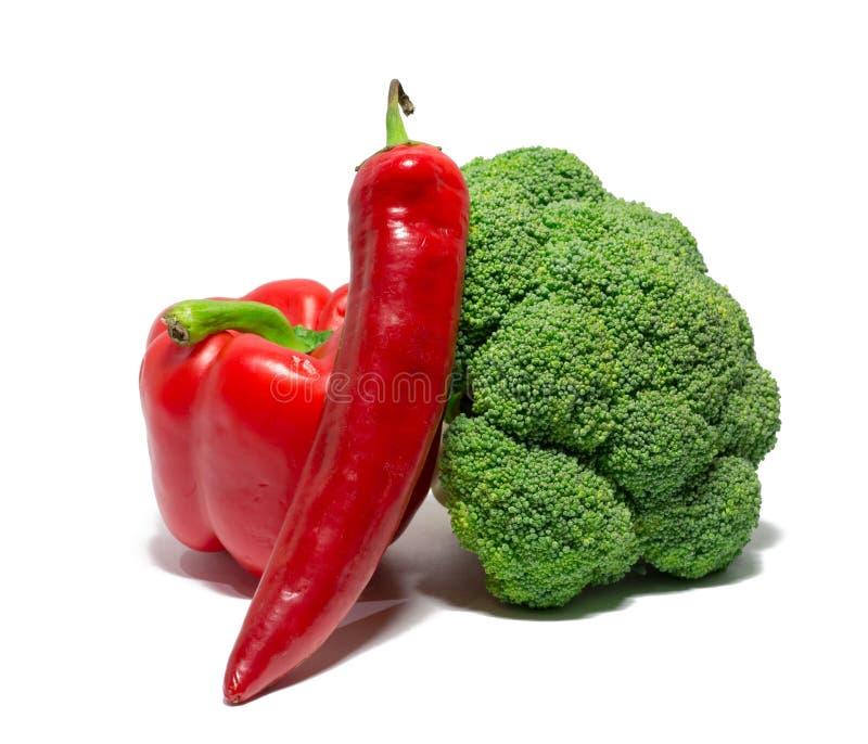 Grönsaker som isoleras på vit spansk peppar chili, broccoli mat objekt arkivbild