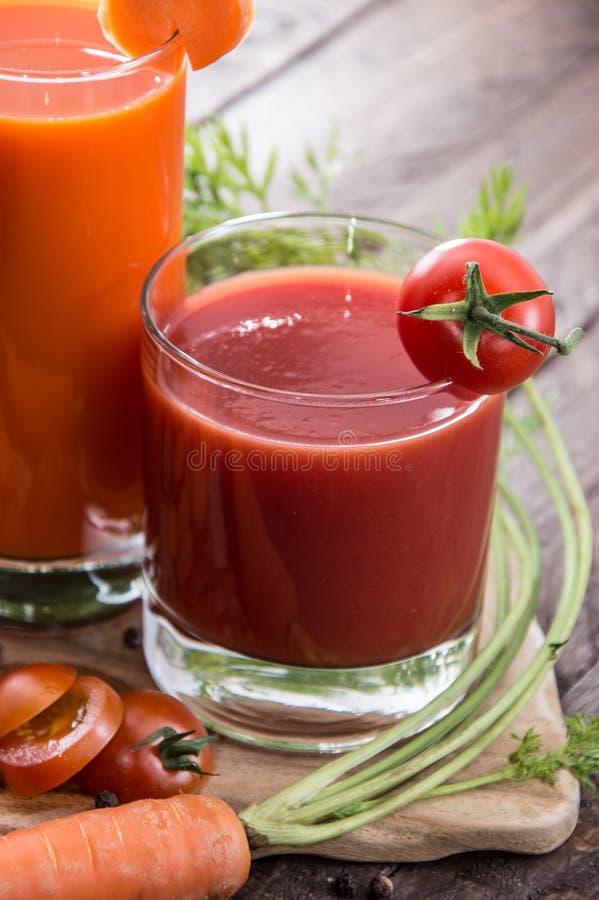 Grönsakfruktsaftar med ingredienser royaltyfria foton