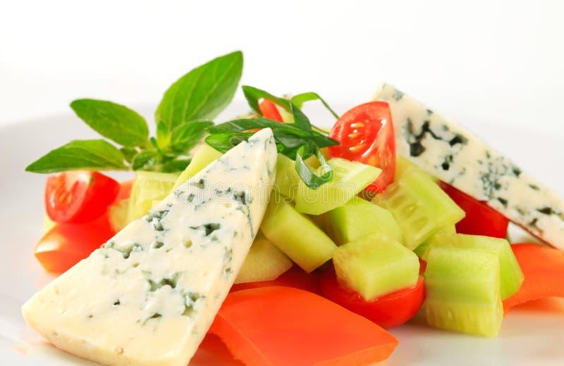 Grönsaksallad med ädelost royaltyfri fotografi