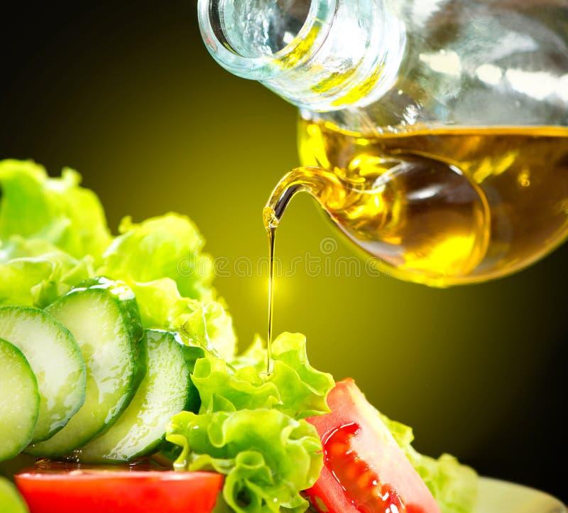 Grönsaksallad med Olive Oil Dressing arkivfoto