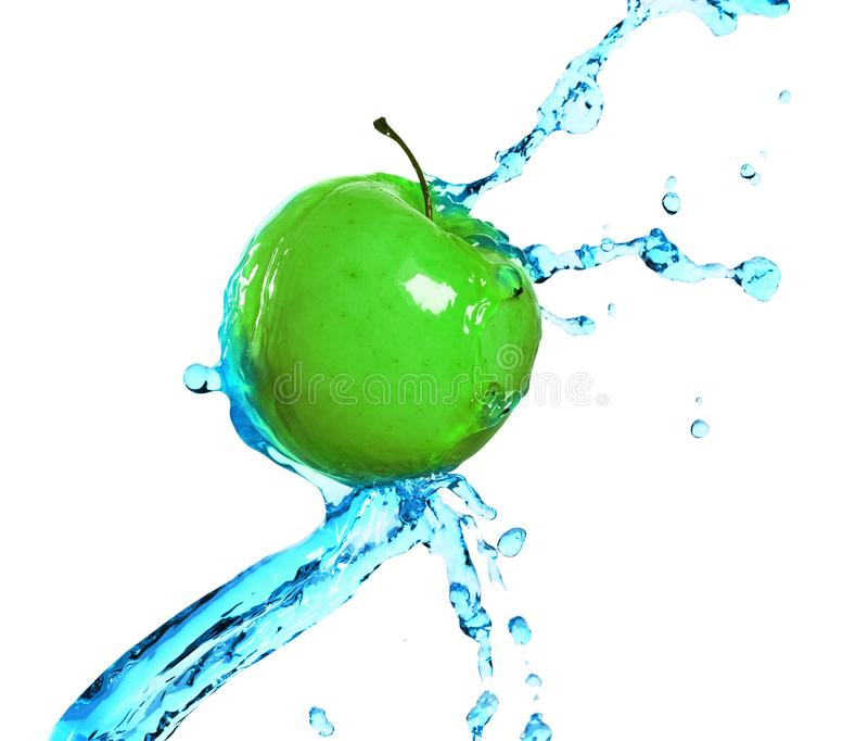 Grönt äpple i fruktsaftström arkivfoto