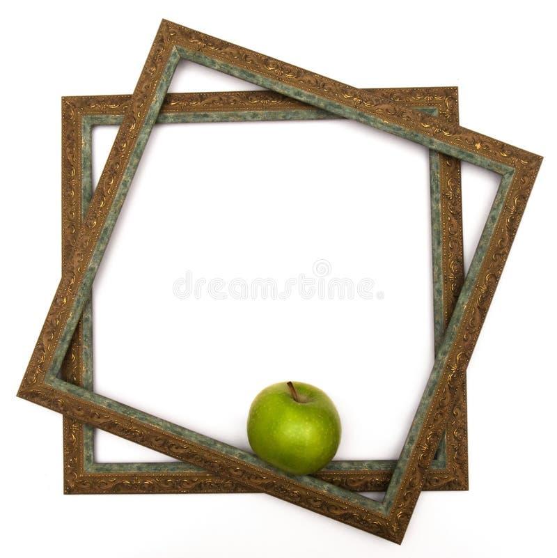 Grönt äpple i gröna räckvidder royaltyfri fotografi