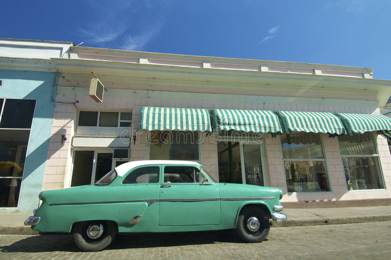grönt gammalt för bil fotografering för bildbyråer