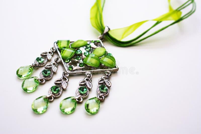 grönt halsband royaltyfri bild