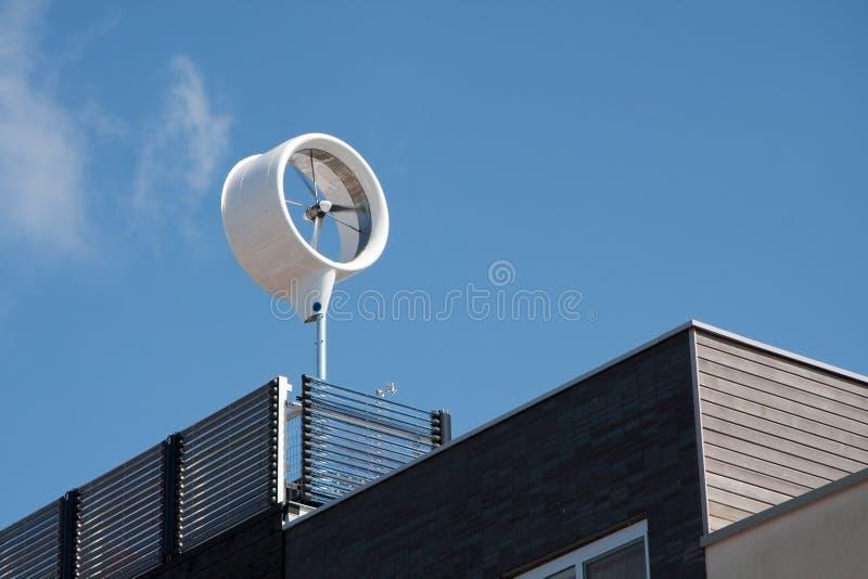 grönt hus för energi arkivfoto