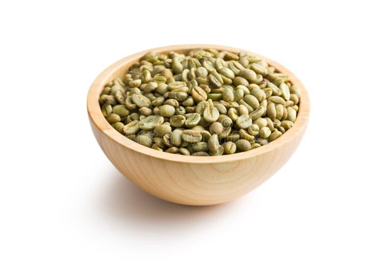 Grönt kaffe i träbunke royaltyfria bilder