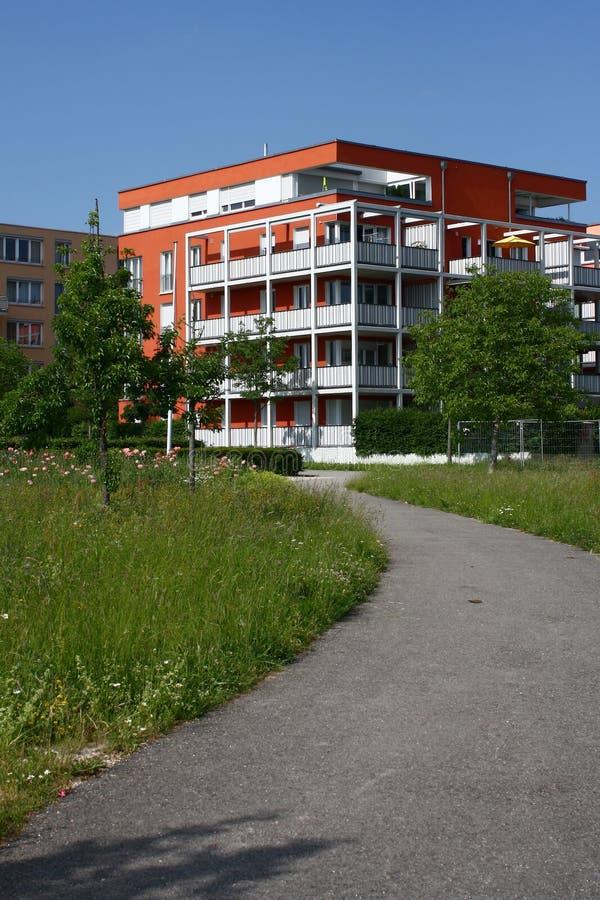 grönt modernt nytt för stad royaltyfri bild
