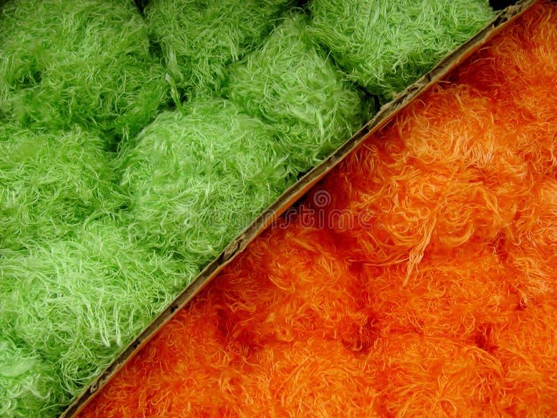 grönt orange garn för bakgrund arkivfoton