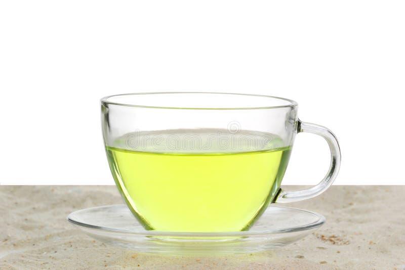 Grönt te i en glass kopp royaltyfria bilder