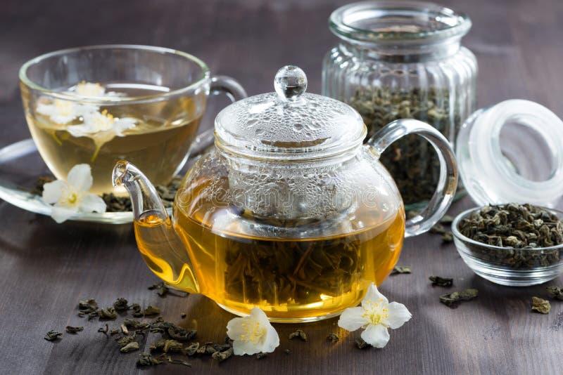 Grönt te med jasmin royaltyfria bilder