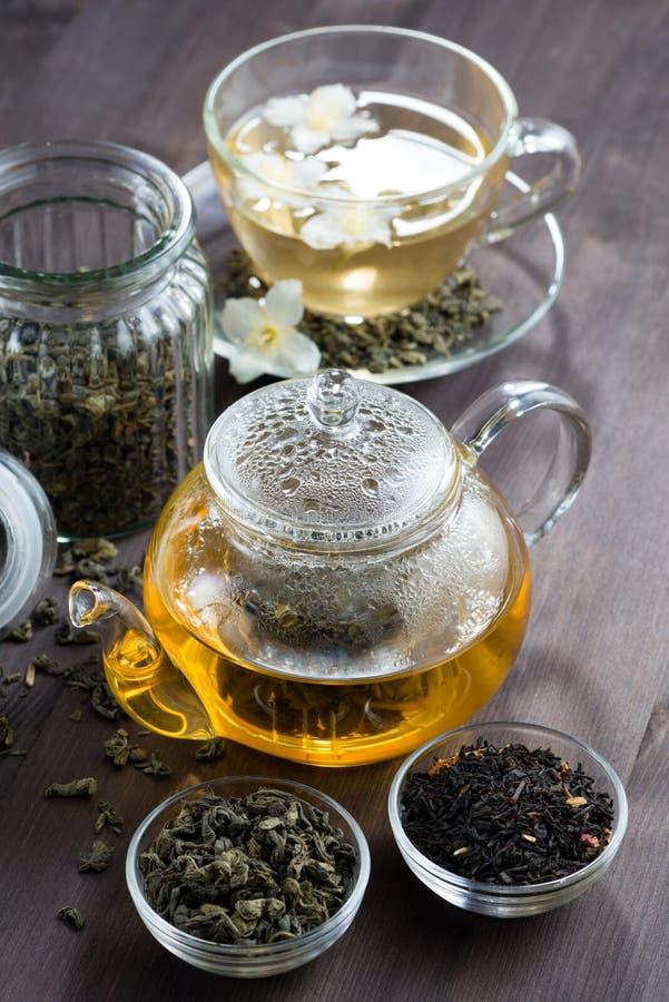 Grönt te med jasmin arkivbild