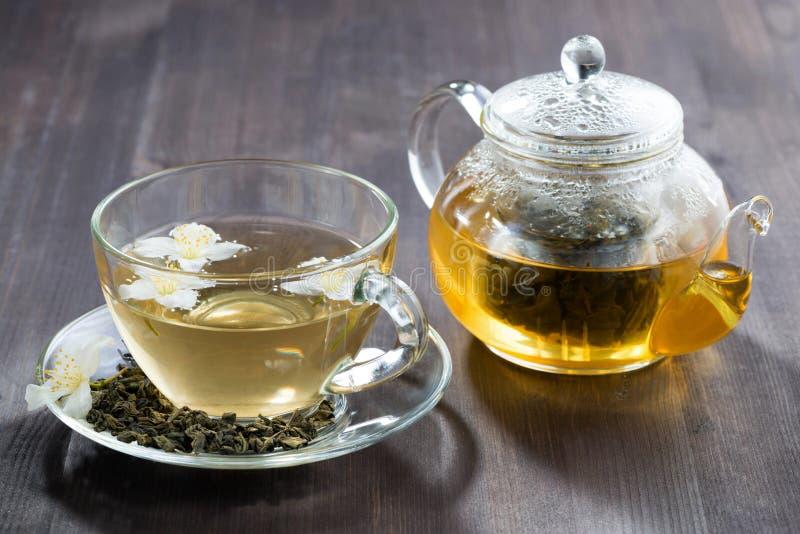 Grönt te med jasmin arkivbilder