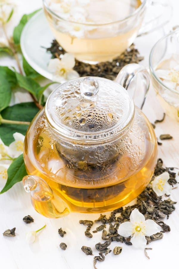 Grönt te med jasmin, bästa sikt, lodlinje royaltyfri bild