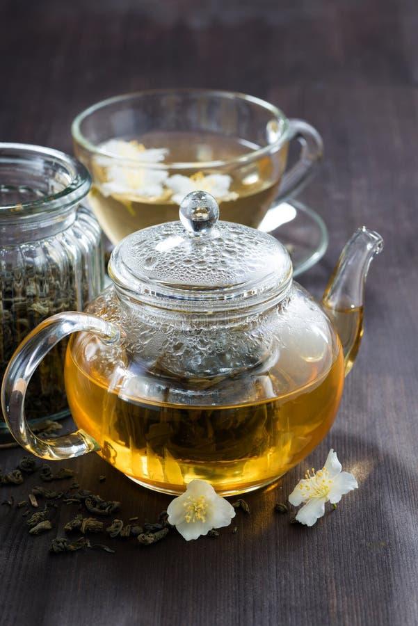 Grönt te med jasmin, lodlinje fotografering för bildbyråer