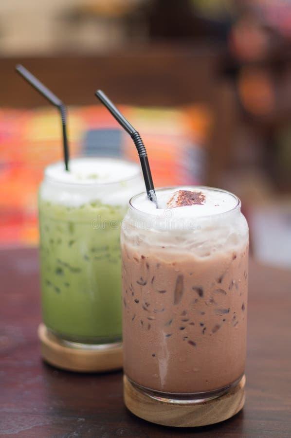 Grönt te och med is choklad fotografering för bildbyråer