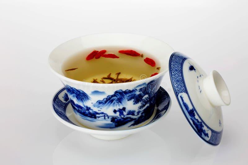 Grönt te och tekopp arkivfoto