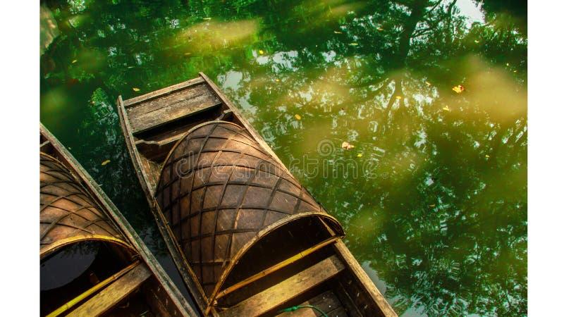 Grönt vatten och fartyget arkivbilder