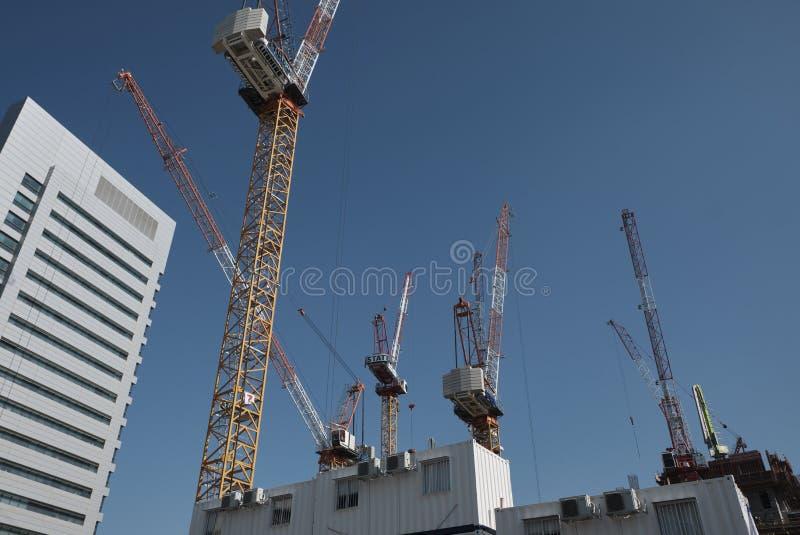 Grúa de torre en construcción en Tel Aviv, ISRAEL fotografía de archivo