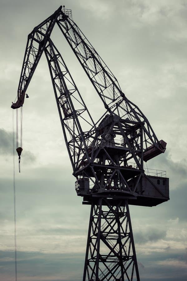 Grúa industrial en los astilleros de Gdansk imagen de archivo
