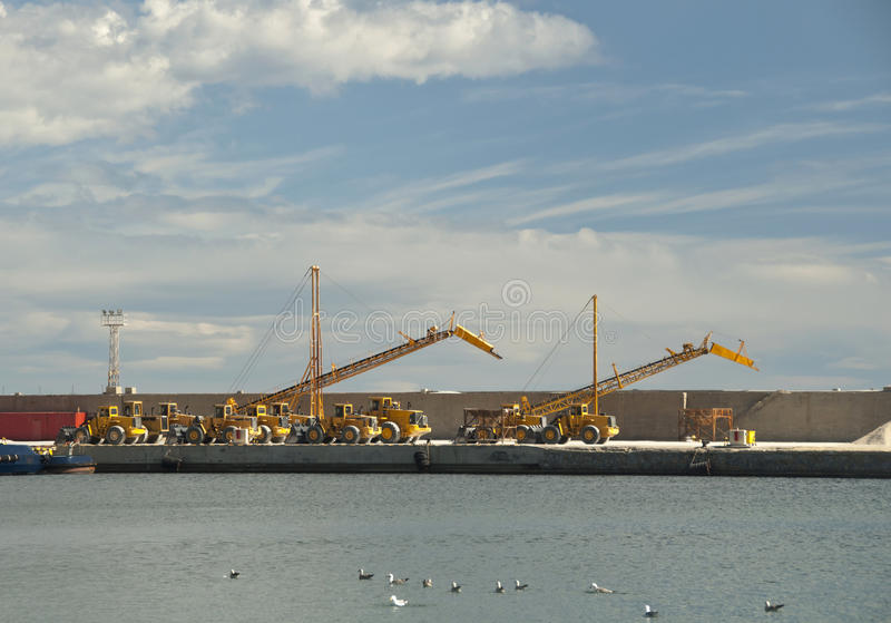 Grúas de pórtico en el puerto de Garrucha imágenes de archivo libres de regalías