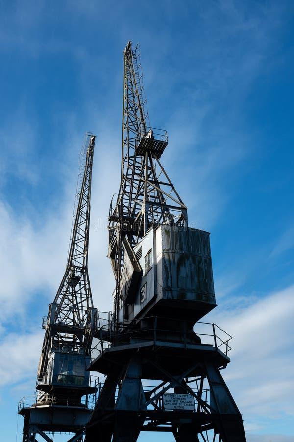Grúas del cargo en Bristol Harbour foto de archivo