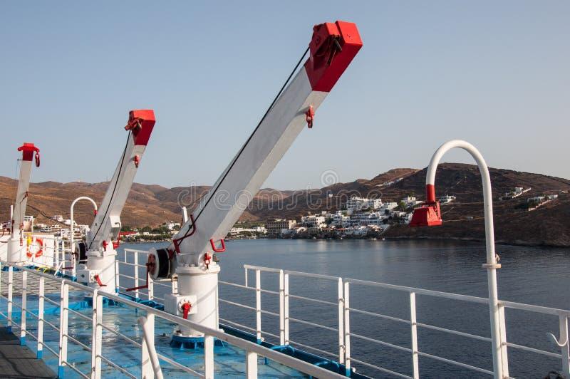 Grúas en un transbordador en Grecia fotos de archivo libres de regalías