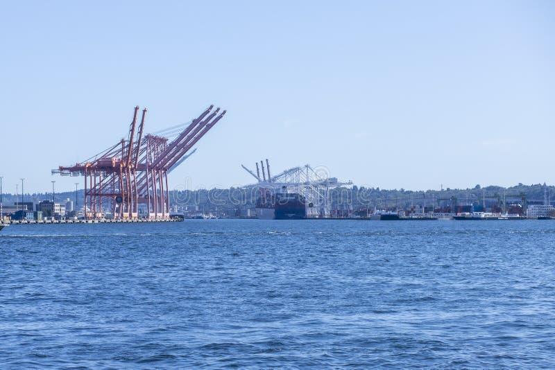 Grúas portuarias en Puget Sound, Seattle, Washington foto de archivo