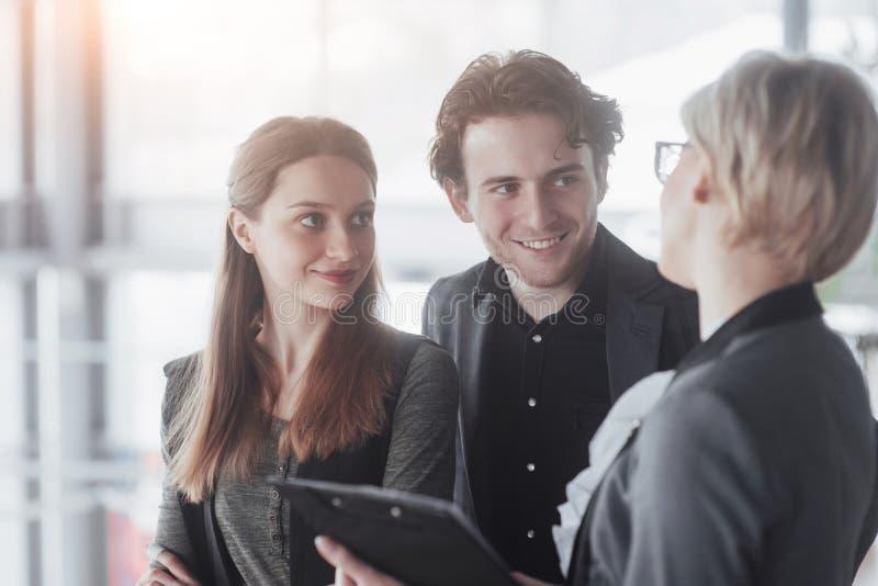 Gründen Sie Geschäft Gruppe des jungen Architekten im Büro Teamjob stockbilder