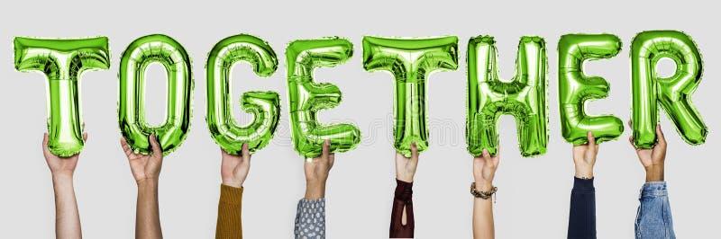Grüne Alphabetballone, die zusammen das Wort bilden stockbild