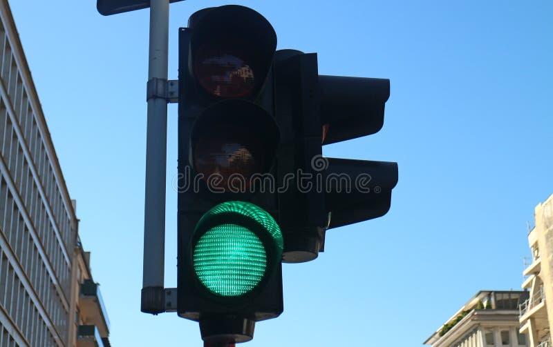 Grüne Ampel lizenzfreie stockfotos
