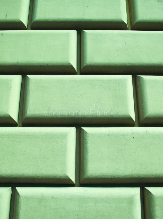 Grüne Betonblockwand stockbild