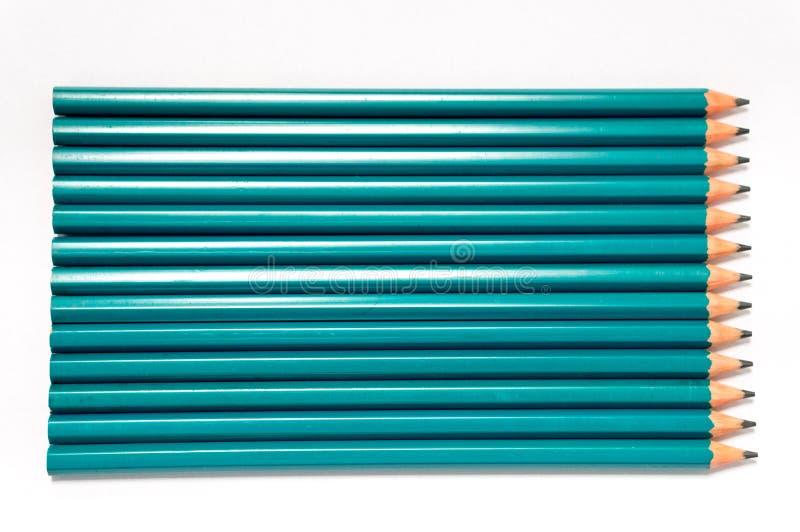 Grüne Bleistifte auf Weiß lizenzfreies stockbild