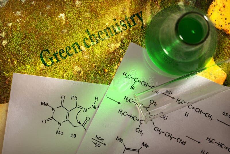 Grüne Chemie mit Reaktionsformel lizenzfreie stockbilder