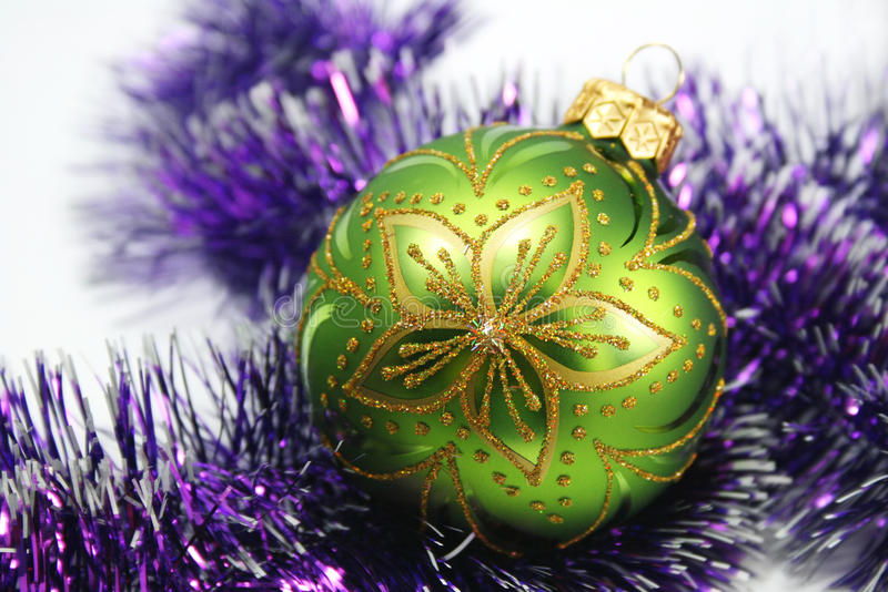 Grüne dekorative Kugel stockbild