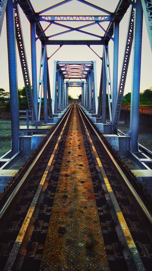 Grüne Eisenbahnbrücke lizenzfreie stockfotografie
