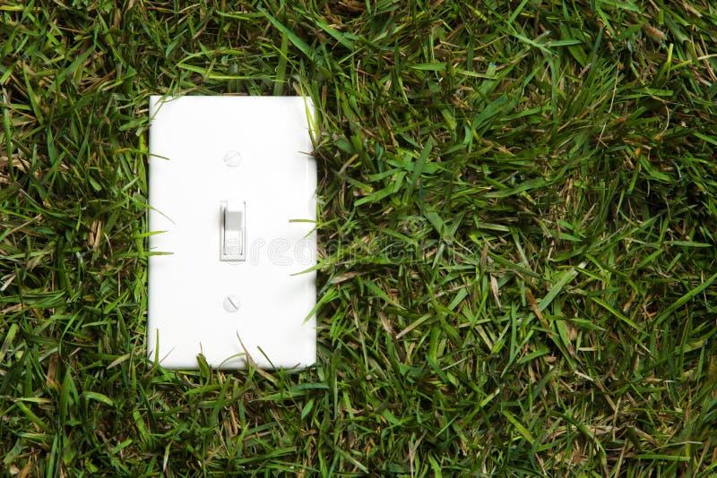Grüne Energie eingeschalten lizenzfreie stockfotos