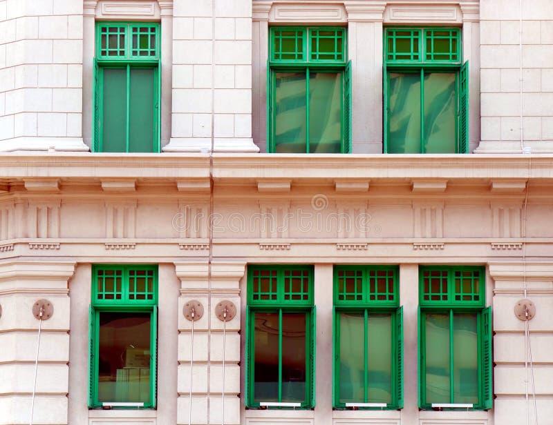Gr?ne Fenster von MICA Building in Singapur stockfotos
