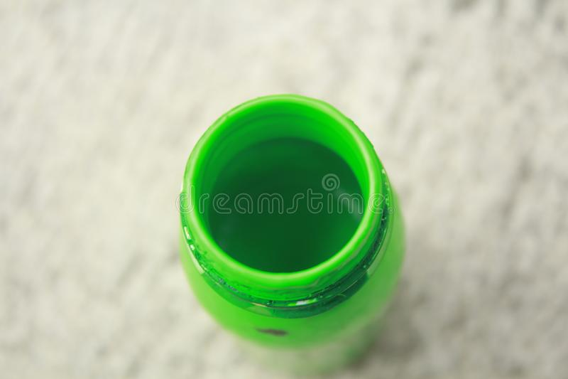 Grüne Flasche lizenzfreies stockfoto