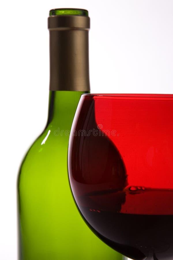 Grüne Flasche, Rotweinglas stockfotos