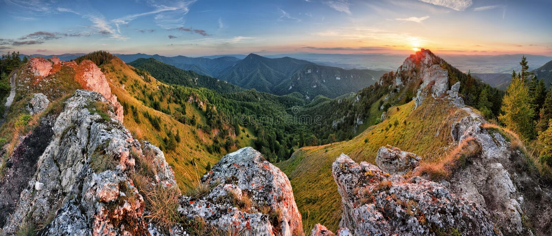 Grüne Gebirgsnaturlandschaft in Slowakei-Spitze Ostra lizenzfreie stockbilder