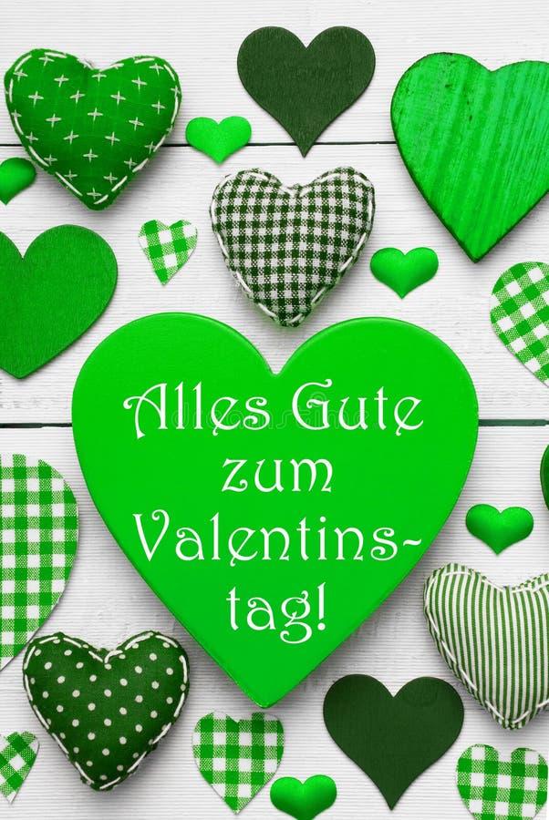 Grüne Herzen Beschaffenheit, Text Valentinstag bedeutet glücklichen Valentinsgruß-Tag lizenzfreie stockfotografie
