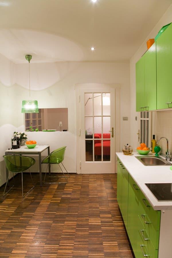 Grüne Küche stockbilder