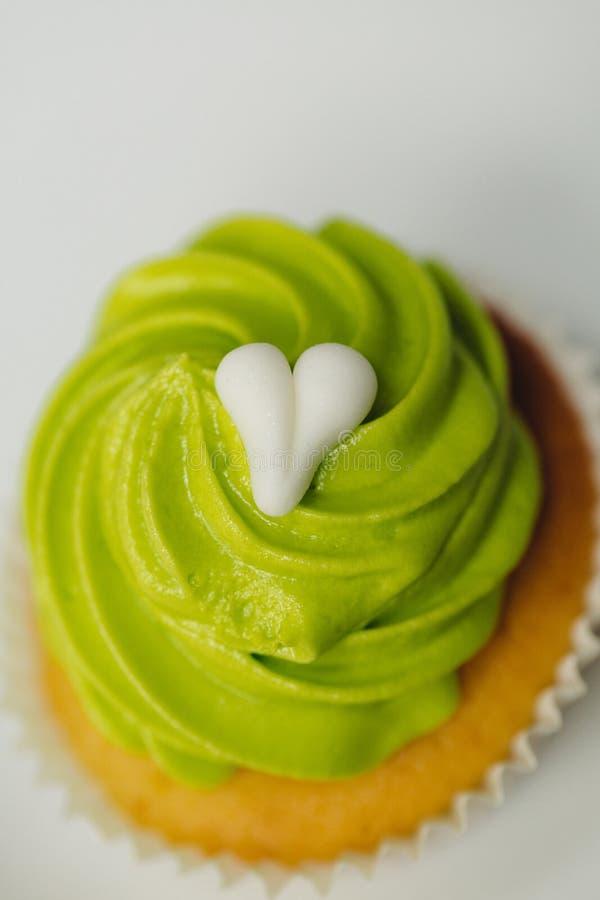 Grüne kleine Kuchen lizenzfreie stockbilder