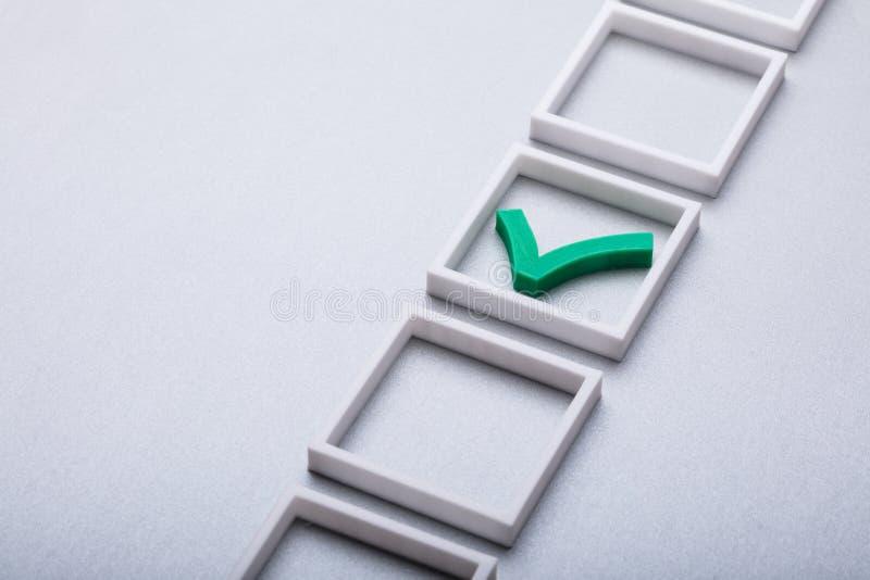 Grüne Kontrolle Mark In Checkbox lizenzfreie stockfotos